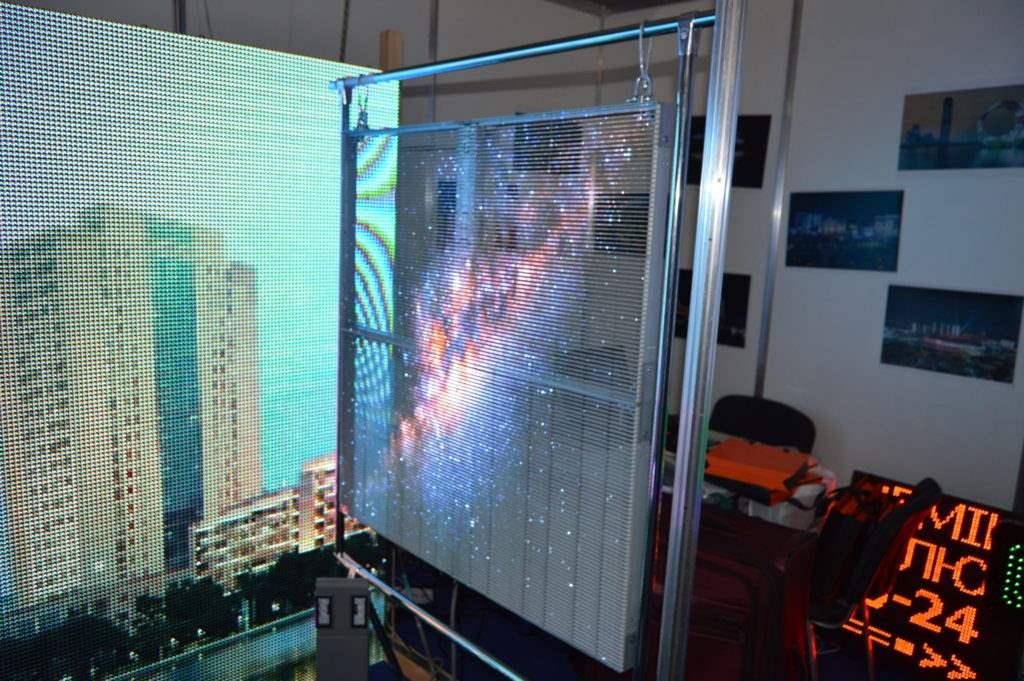прозорі екрани доступні і в Україні